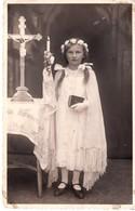 Erstkommunion - Mädchen Mit Kerze Und Kreuz Kirche Ca 1930-40 - Kommunion
