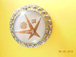 EXPO 1958 BROCHE RONDE SOUVENIR EXPOSITION UNIVERSELLE  58 BRUXELLES - Seasons & Holidays