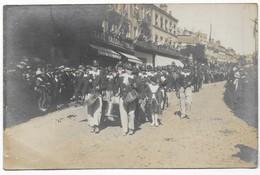 Saint Lo Rare Carte Photo Cavalcade Défilé De La Musique Des Enfants De Saint Clain Passant Le Grand Bazar Normand 1922 - Saint Lo