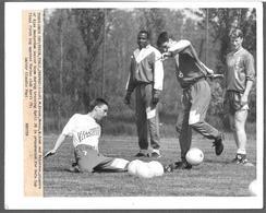 FOOTBALL - CALCIO - 1992 - AJAX AMSTERDAM Michel Kreek Stanley Menzo Wim Jonk Dan Petersen ?? Preparatione For UEFA CUP - Sport