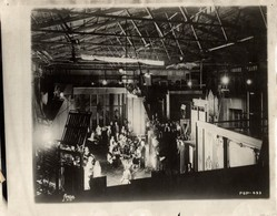 HOLLYWOOD NIGHT SCENE FILMED AT STUDIO  FAMOUS PLAYERS LASKY CAROORATIONS 24*18CM Fonds Victor FORBIN 1864-1947 - Personalidades Famosas
