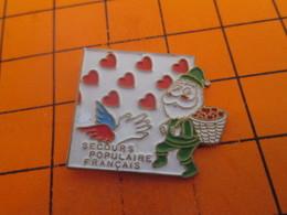 115c PIN'S PINS / Rare Et De Belle Qualité ! / Thème : NOEL / PERE NOEL VERT SECOURS POPULAIRE FRANCAIS - Noël