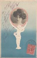 CPA Avec Photographie D'une Jeune Femme Dans Un Médaillon Embossed (2 Scans) - Women