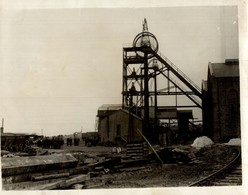 VUE EXTÉRIEURE DE UN PUIT DE MINE MINA MINIERE BERGBAU  20*15CM Fonds Victor FORBIN 1864-1947 - Profesiones