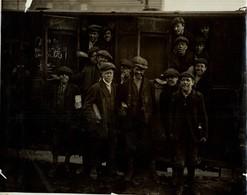 THE COAL STRIKE PIT BOYS TRAIN  MINE MINA MINIERE BERGBAU  21*17CM Fonds Victor FORBIN 1864-1947 - Profesiones