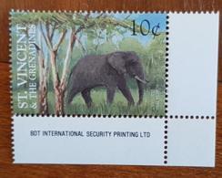 ST VINCENT GRENADINES, Elephants, Elephant. 1 Valeur Neuf Sans Charniere. MNH. Emis En 1995 - Olifanten