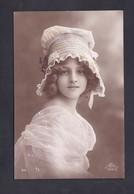 Jolie Carte Photo Portrait Jeune Fille Fillette Chapeau Robe Victorian Or Edwardian Era Girl - Portretten