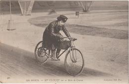 Sport : Vélo - Cyclisme : Mme Clouet Sur  Sa Moto De  Course  ( Destinée  Dijon , Côte D ' Or ) - Ciclismo