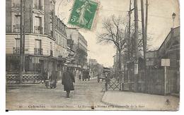 Colombes. Rue Saint-Denis. Le Passage à Niveau Et La Passerelle De La Gare. - Gambia (1965-...)