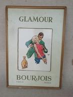 Ancienne Publicité Carton & Glaçoïde Pour Le Parfum Glamour De Bourjois, Grande Plv Encadrée - Perfume & Beauty