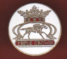 59529-Pin's.la Triple Couronne Est Un Prix Dans Les Sports Hippiques . - Jeux