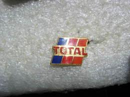Pin's D'une Enseigne De La Marque TOTAL - Carburants