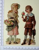 2 CHROMOS DECOUPIS.......H  12 Cm.......ENFANTS AVEC DES FLEURS...PETITE FILLE COIFFEE D'UNE CAPELINE - Enfants