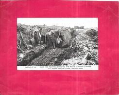 GUERRE  1914   -   Dans Une Tranchée Conquise, Nos Poilus Guettent L'ennemi - ROY3 - - Guerre 1914-18
