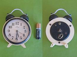 Horloge - Ancien Réveil Matin Mécanique JUNGHANS (A Réparer) - Made GERMANY    (4722) - Réveils