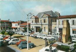 Pessac - L' Hotel De Ville Et Le Monument Aux Morts        AR 146 - Pessac
