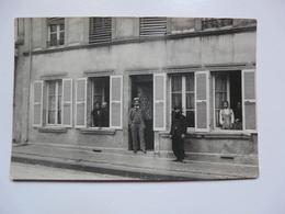 CARTE PHOTO 61 NONANT LE PIN : Scène Animée Devant Une Façade De Maison - Antiche (ante 1900)
