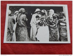 S. A. R. La Reine Astrid , Duchesse De Brabant Lors De Son Voyage Au Congo - Familles Royales