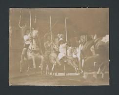 Photo Ancienne Old Real Foto Enfants Sur Un Carrousel Manège Chevaux De Bois Merry Go Round Karussell - Photographs