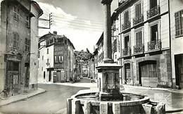 - Var -ref-B399- Le Luc En Provence - Fontaine Et Rue - Plomberie Zinguerie Oliva - Boulangerie - Magasins - Chateau - - Le Luc