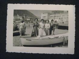 1958 LEVANTO SPIAGGIA PLAGE BEACH SEASIDE DONNE E BARCA - Orte