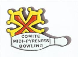 Pin's Comité MIDI PYRENEES BOWLING - Quille Et Croix Occitane  - I422 - Bowling