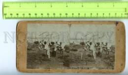410101 KOREA Fusan Coolies Flailing Barley Vintage STEREO PHOTO - Stereoscopic