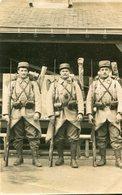 Militaria Militaire Carte PHoto De Soldats Du 113 ème Régiment Avec Fusil à Baïonnette - Personaggi