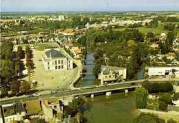CPSM Grand Format MONTARGIS (Loiret) La Salle Des Fetes Les Bords Du Loing Garage Peugeot Vue Aérienne   RV  Edit Sofer - Montargis