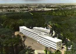 CPSM Grand Format  EN AVION AU DESSUS DE  MONTARGIS (Loiret ) Le Lycée Dans Les Bois Colorisée RV Edit LAPIE - Montargis