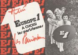 """DÉPLIANT PUBLICITAIRE DÉDICACÉ """"EUROPE 1"""" À CHOISI """"LES PARISIENNES""""QUATRES CHANTEUSES - Femmes Célèbres"""