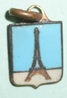 Rare Ancienne Petite Médaille En Laiton émaillé, Pendentif Avec La Tour Eiffel, Paris - Pendentifs