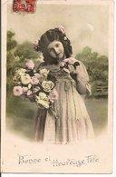 L60A140 - Bonne Fête - Portrait De Fillette Avec Des Fleurs  Dans Un Jardin - - Holidays & Celebrations