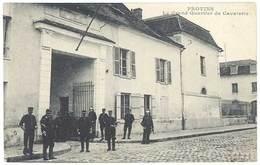 Cpa Provins - Le Grand Quartier De Cavalerie ( Soldats ) - Provins