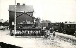 - Somme -ref-C157- Cayeux Sur Mer - Gare - Gares - Train - Trains - Ligne De Chemin De Fer - Pub B.n.c.i - Place Courbet - Cayeux Sur Mer