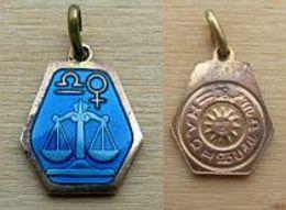 D3-Z008 MédailleZodiac émaillée Bleue Sur Métal Jaune Cuivréoctogonalede 17mm/14mm,poids=1,90g - Religion & Esotericism