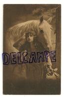 Photographie. Jeune Femme Et Cheval Blanc - Femmes