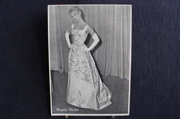 Sp-Actrice / Brigitte Bardot , Née Le 28 Septembre 1934 à Paris, Est Une Actrice De Cinéma / Ph-13x18 Cm - Artistes
