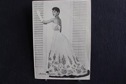 Sp-Actrice /  Audrey Hepburn Est Une Actrice Britannique, à Ixelles (Belgique) Morte 1993 En  (Suisse) / Ph-13x18 Cm - Artistes