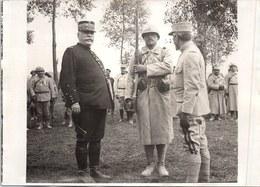 PHOTO ORIGINALE 1914-1918 [17X13] Le Général Joffre Et Un Poilu - War, Military