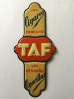 TAF CIGARES PLAQUE DE PROPRETÉ «tôle  Gauffrée 1933 (9 X 20 Cm  ) - Advertising Items