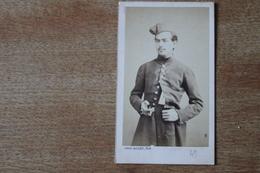 Cdv Second Empire Soldat Avec Son Bonnet De Police Avec Son Gland Vers 1865 1870 - Photographs