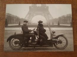 Moto Biplace ( La Jumella Breveté SGDG, 3Rue Du Havre à Paris) Au Champs De Mars - Tour Eiffel - Motos