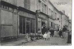77 - LA FERTE GAUCHER - T.B. Vue Animée De La Rue De L'Alma ( Castel , Librairie ) - La Ferte Gaucher