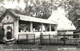 Indonesia, CELEBES SULAWESI MAKASSAR, Kobang, Holy Man's Tomb (1920s) RPPC - Indonesië
