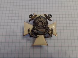 Croix De La Marine Russe. Laiton émaillé. - Russia