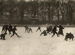 BRIGHTON SCHOOL BOYS SNOWBALL FIGHT  21*16 CM Fonds Victor FORBIN 1864-1947 - Sin Clasificación