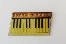 Pin's COTTON CLUB 5442 Muisque Clavier Piano - BL1 - Musique