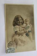 Jeux Et Jouets Enfant Fillette Avec Une Grande Poupee  CPA 1905 - Games & Toys