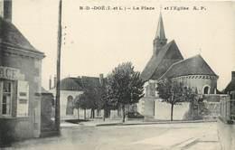 CPA 37 Indre Et Loire Notre Dame D'Oe (DOE) La Place Et L'Eglise - Autres Communes